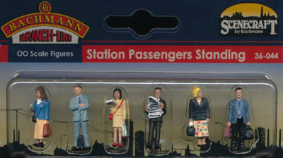 Bachmann Station Passengers Standing box