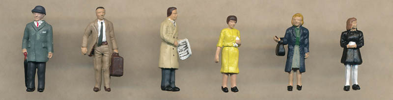 Bachmann 1960/70s Standing Station Passengers figures